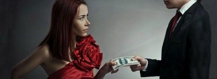 Donna che prende i soldi da un uomo