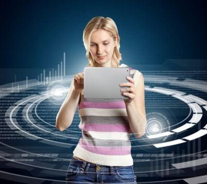 Donna con un tablet