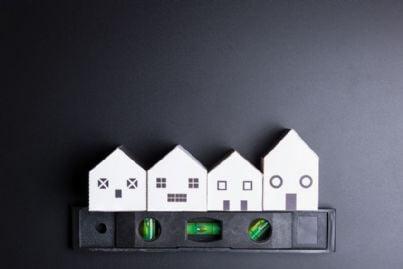 case in fila come un giocattolo in manutenzione