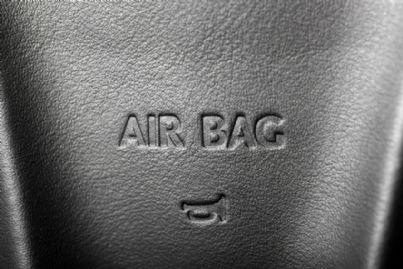 parola airbag su volante auto