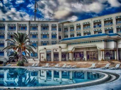 Immagine di un albergo con piscina