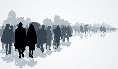 sagome di popoli apolidi e rifugiati in fuga