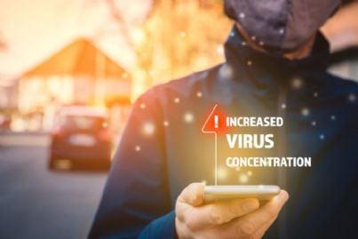 app sul telefono che mostra stato contagi coronavirus