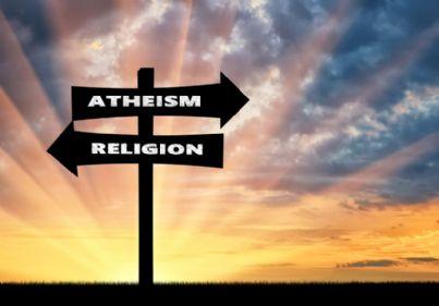 frecce che indicano strada per atei o religiosi