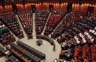 Ok camera a taglio parlamentari for Numero deputati