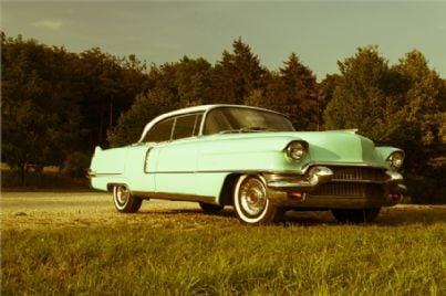Una vecchia automobile