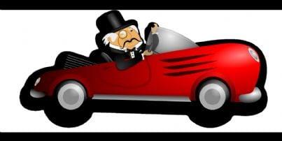 uomo in frac che guida auto di lusso evoca eredità