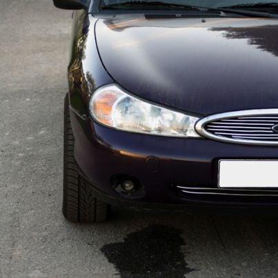 automobile che perde olio