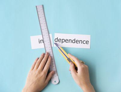 parola indipendenza e autonomia con righello