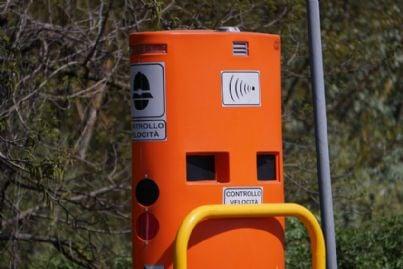 apparecchio autovelox per controllo velocita in Italia