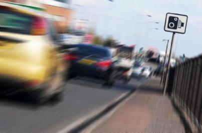 autovelox in strada con traffico