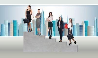 donne di affari avvocati su scala del successo