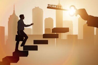 avvocato che sale la scala per il successo