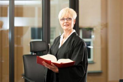 avvocato donna in toga