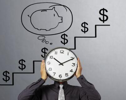 avvocato con orologio che segna tempo guadagni