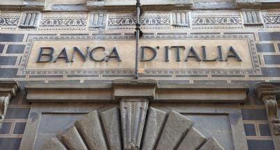 particolare facciata palazzo di banca italia