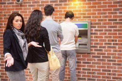 coda al bancomat per problemi atm