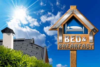 cartello che indica bed e breakfast