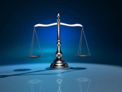 Immagine di una bilancia simbolo della Giustizia