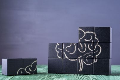 blocchi di puzzle con disegno cervello umano