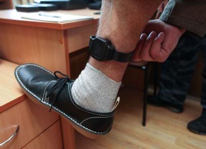detenuto con braccialetto elettronico