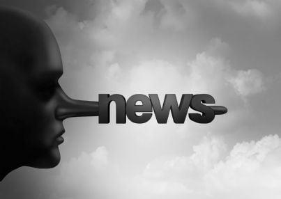 naso lungo con scritto news concetto fake news