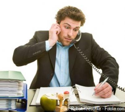 burocrazia stress telefonata impiegato