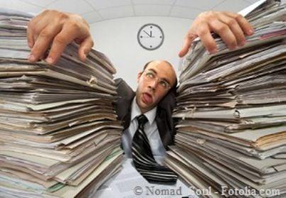 burocrazia scrivania mobbing stress