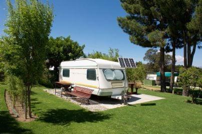 camper in un campeggio
