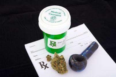 boccetta e dosi di cannabis terapeutica