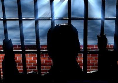 Carcerato dietro le sbarre