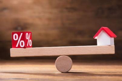 casa in equilibrio con percentuale
