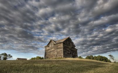vecchia casa in rovina in campagna
