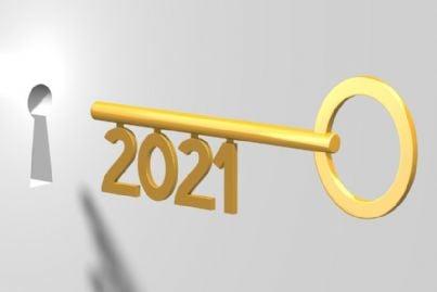chiave con 2021 che apre porta concetto di progetti e obiettivi da raggiungere