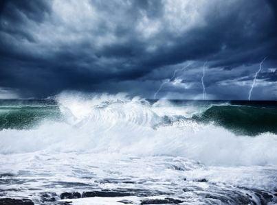 Immagine di una tempesta in mare