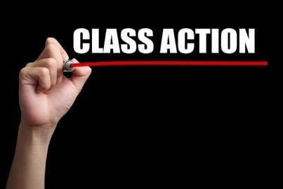 mano che scrive le parole class action