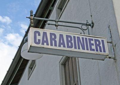 insegna del comando dei carabinieri