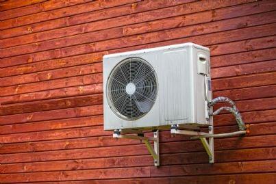 condizionatore installato su parete esterna