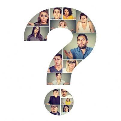 uomini e donne confusi dentro un punto interrogativo
