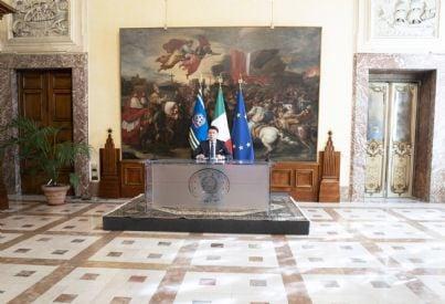 Conte in conferenza stampa decreto Cura Italia