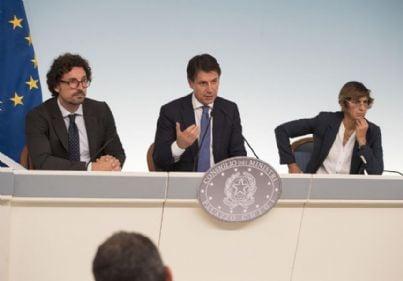 Premier Conte, ministri Toninelli e Bongiorno a palazzo Chigi