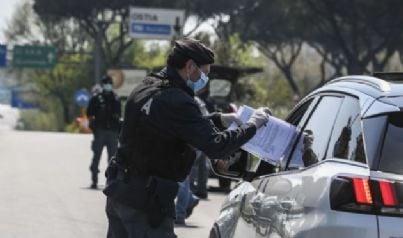 controllo polizia per autocertificazione covid