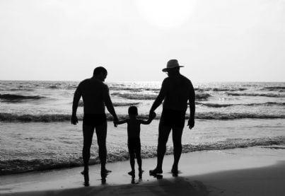 una coppia di gay con il proprio figlio