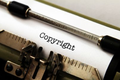 parola copyright su macchina da scrivere