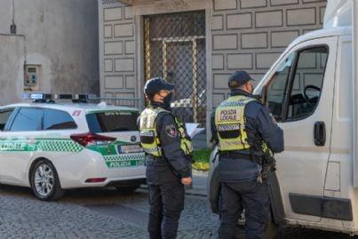 polizia italiana effettua controlli durante il lockdown