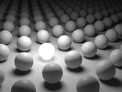serie di palle uniformi dello stesso colore tranne una concetto criterio unico