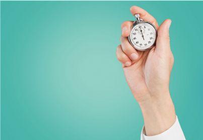 Cronometro tenuto in mano