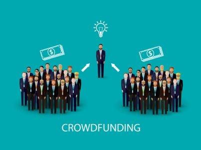 tante persone offrono denaro concetto crowdfunding