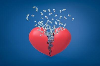 cuore spezzato da cui fuoriescono soldi