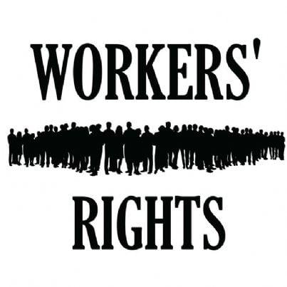 massa di persone con scritto diritti dei lavoratori